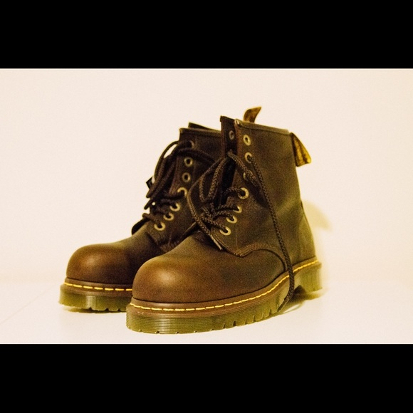 084c183221a Dr. Martens Icon 7B10 Steel Toe Shoes NWT